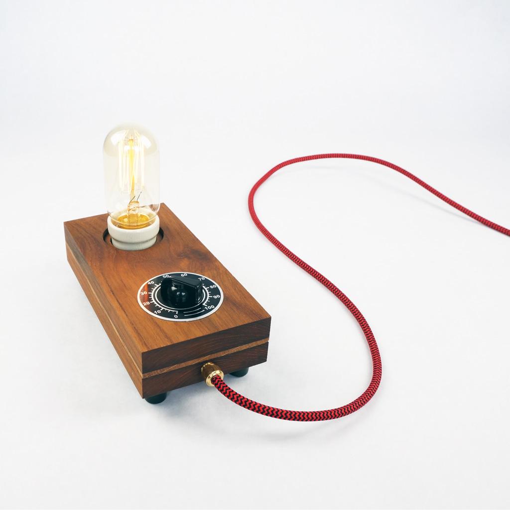 Exclusieve handgemaakt lamp 39 knop 39 bakeliet en teakhout for Exclusive lampen